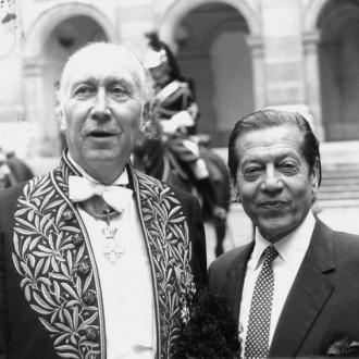 1-Yves-Brayer-et-Serge-Lifar-dans-la-cour-de-lInstitut-de-France-25-juin-1974